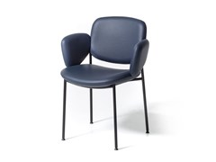 Sedia imbottita in pelle con braccioliMACKA | Sedia in pelle - ARRMET
