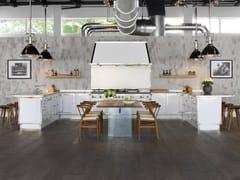 Cucina professionale su misura in acciaio con penisolaMILK WHITE & SATIN NICKEL - OFFICINE GULLO
