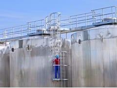 Scala di sicurezza con gabbia di protezioneScala di sicurezza - RIWEGA