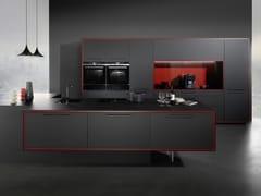 Cucina in Fenix-NTM® con maniglieNAUTIC/CASCADE - RATIONAL