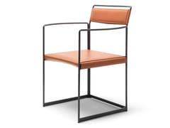Sedia in acciaio verniciato e cuoio con braccioliNEW OUTLINE | Sedia - EPÒNIMO