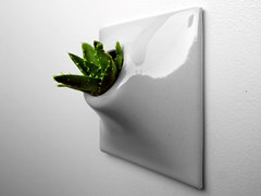 Vaso da parete modulare in gres ceramicoNODE S - PANDEMIC DESIGN STUDIO