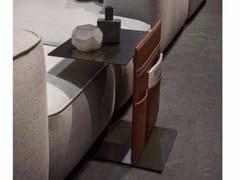 Tavolino di servizio in metallo verniciato con portarivisteNOTE - LEMA