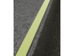 Profilo paragradino in alluminioNOVOPLETINA® LUMINA | Profilo paragradino in alluminio - EMAC ITALIA