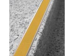 Profilo paragradino in alluminioNOVOPLETINA® SAFETY | Profilo paragradino in alluminio - EMAC ITALIA