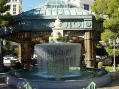 Fontana a pavimento in pietra leccese con cascataFontana in pietra leccese - PIMAR