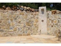 Doccia esterna in pietra naturaleDoccia esterna in pietra naturale - GARDEN HOUSE LAZZERINI