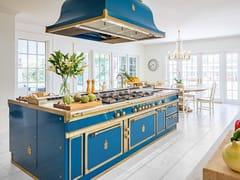Cucina professionale su misura in acciaio con isolaOCEAN BLUE & BURNISHED BRASS - OFFICINE GULLO