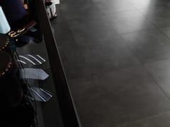 Pavimento in gres porcellanato effetto cemento ON BLACK - URBATEK - Grès Porcellanato