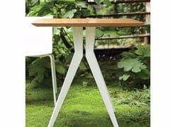 Tavolo quadrato in acciaio OUTLINE   Tavolo quadrato -