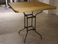 Tavolo quadrato in pino con base in ferro battutoPIGALLE4 - DADRA