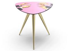 Tavolino triangolare con piano in MDF e gambe in metalloPINK LIPSTICKS | Tavolino - SELETTI