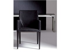 Sedia imbottita in pelle con braccioli PLANO | Sedia con braccioli - Plano