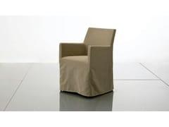 Sedia imbottita in tessuto con braccioli PLANO | Sedia in tessuto - Plano