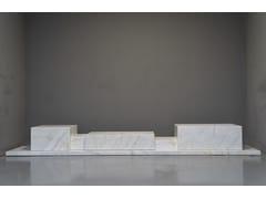 Madia in marmo con cassettiPODIUM CALACATTA - TCC WHITESTONE
