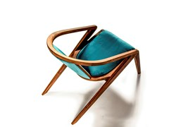 Poltroncina in legno massello e tessuto con braccioli PORTUGUESE ROOTS LOUNGE CHAIR - AROUNDTHETREE