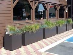 ATELIER SO GREEN, Fioriera per ristoranti Fioriera su misura in cemento fibrorinforzato