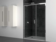Box doccia a nicchia in vetro con porta a battenteQUADRO | Nicchia porta battente su muro - DISENIA