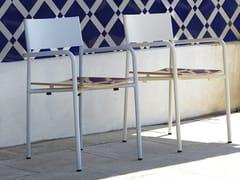 Sedia da giardino impilabile in metallo con braccioliREALIZADOR - ADICO
