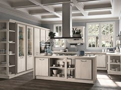 Cucina in legno con maniglieREBECCA - CUCINE LUBE