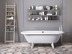 Vasca da bagno centro stanza ovale su piediRETRO DESIGN - AQUADESIGN STUDIO