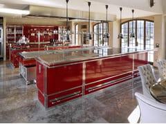 Cucina professionale su misura in acciaio con isolaRUBIN RED & BRUSHED NICKEL - OFFICINE GULLO