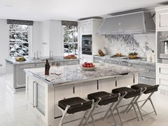 Cucina professionale su misura in acciaio con isolaSILVER GREY & POLISHED CHROME - OFFICINE GULLO
