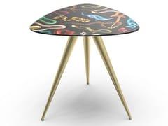 Tavolino triangolare con piano in MDF e gambe in metalloSNAKES | Tavolino - SELETTI