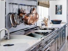 Cucina professionale su misura in acciaio con isolaSTAINLESS STEEL & POLISHED CHROME - OFFICINE GULLO