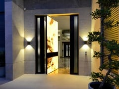 Porta blindata bilico rivestimento in Onice retroilluminatoSYNUA   Porta d'ingresso in Onice - OIKOS VENEZIA