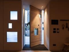 Porta di sicurezza a bilico con inserti in vetro blindatoSYNUA   Porta d'ingresso con pannelli in vetro - OIKOS VENEZIA