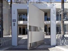 Porta blindata con rivestimento in Laminam® e acciaioSYNUA | Porta d'ingresso in Laminam® - OIKOS VENEZIA