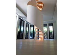 Scala a chiocciola elicoidale in legno massello con LEDTORNADO SPIRAL LED - SILLER TREPPEN