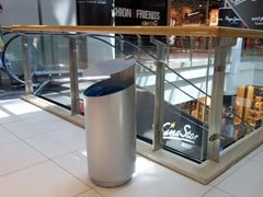 Tubo / ZZ Concept, TUBO V Portarifiuti in acciaio inox con coperchio per esterni