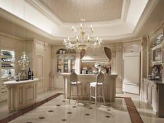 Cucina su misura in legno con isolaDESIDERIO | Villa a Mosca - MARTINI MOBILI