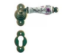 Maniglia in ferro e porcellana su rosetta con bocchettaVIENNA | Maniglia con bocchetta - GALBUSERA GIANCARLO & GIORGIO