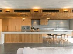 Cucina su misura in legno con isolaWOOD - MAIULLARI