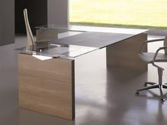 Scrivania ad angolo direzionale con top in vetroA2 DIRECTIONAL | Scrivania ad angolo - BK CONTRACT EQUIPMENT