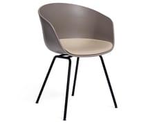 Sedia in polipropilene con cuscino integratoABOUT A CHAIR AAC26 | Sedia con cuscino integrato - HAY