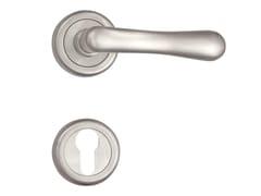 Maniglia color argento in ottone su rosetta con bocchettaANJA 480190 | Maniglia su rosetta - OMP PORRO