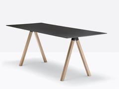 Tavolo con ripiano in stratificato e gambe in rovereARKI-DESK | Tavolo rettangolare - PEDRALI