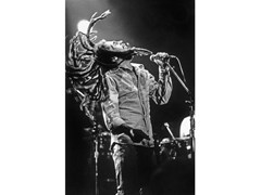Stampa fotograficaBOB MARLEY IN CONCERTO NEL 1976 - ARTPHOTOLIMITED