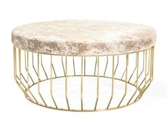 Tavolino rotondo con struttura in metallo e piano in vellutoBRADLEY | Tavolino in velluto - ANA ROQUE INTERIORS
