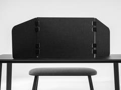 Pannello divisorio da scrivania fonoassorbente mobile in PET riciclatoBuzziTripl Home Low - BUZZISPACE