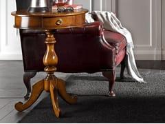 Tavolino in ciliegio con base a 3 razzeCAPRICCI   Tavolino con base a 3 razze - PRESTIGE