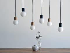 Lampada a sospensione a LED in legno e vetroCATKIN - HOLLIS+MORRIS