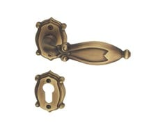Maniglia in ottone su rosetta con bocchetta CLEOPATRA CLASSIQUE | Maniglia con bocchetta - Cleopatra