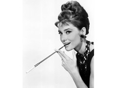 Stampa fotografica AUDREY HEPBURN IN BREAKFAST AT TIFFANY'S - ARTPHOTOLIMITED