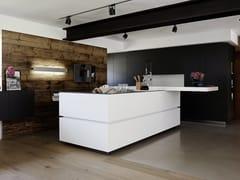 Cucina su misura in laminato con isolaLAMINATE WHITE - EGGERSMANN KÜCHEN