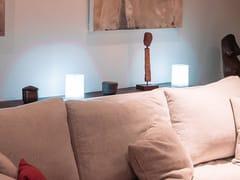 Lampada da tavolo a LED in policarbonato con sistema RGBCUB - SMART AND GREEN